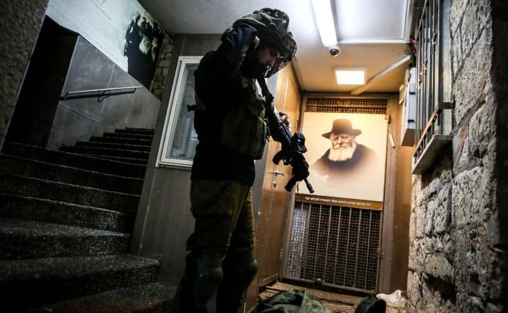 İsrail hərbi qüvvələri terrorçulara atəş açıb, biri yaralı, ikincisi qaçıb