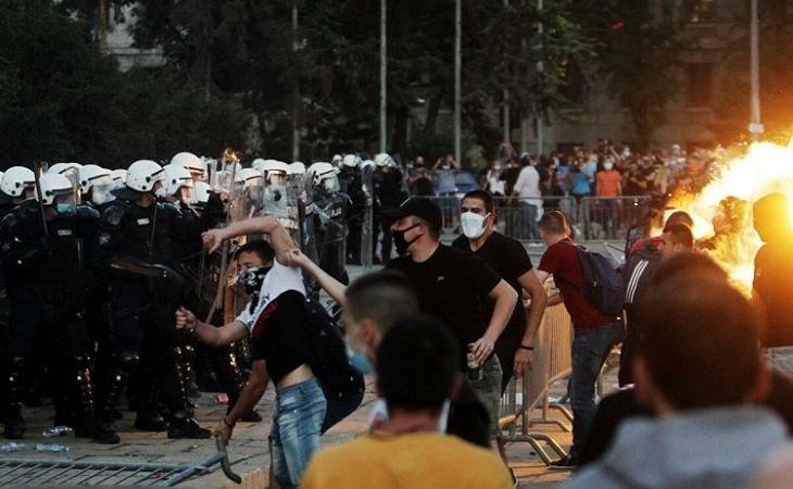Serbiyada 118 polis iğtişaşlar zamanı xəsarət alıb