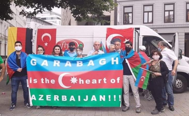 Hamburqşəhərində yaşayan soydaşlarımız Azərbaycana dəstək aksiyası keçırıb