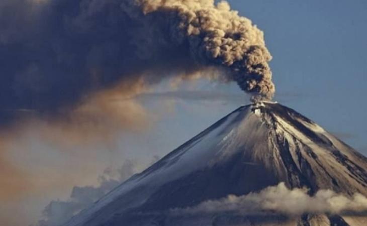 Yaponiyanın Suvanosecima adasında yerləşən vulkan püskürüb