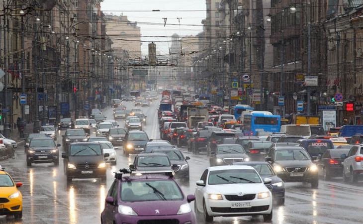 Moskva şəhərinin polis orqanları paytaxtın mərkəzində taksi sürücülərinə atəş açan şəxs barədə araşdırmalara başlayıb.