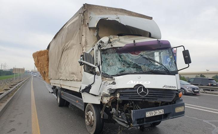 Bakıda DƏHŞƏTLİ QƏZA: Yük maşını avtobusa çırpıldı - 5 ÖLÜ, 21 YARALI